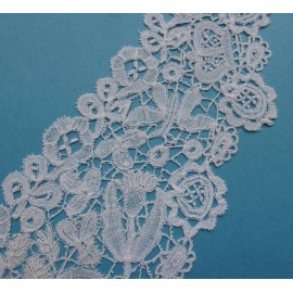 Antique Honiton Lace Collar with Butterflies Crowns and Thistles