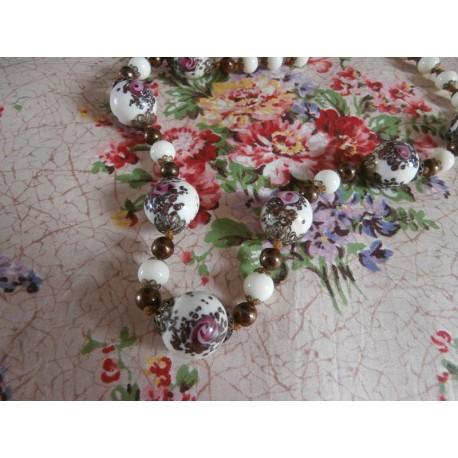 Beautiful Wedding Cake and Lustre Bead Vintage Necklace