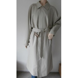 Burberrys Iconic Classic Vintage Trench Coat - Mac